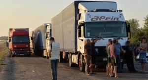 Trucks blocked by right-wing road blockade of Crimea-Ukraine border, Sept 2015 (Genya Savilov, AFP)