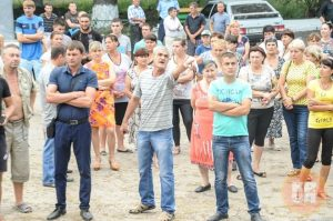 Mob in Loshchynivka, Ukraine confronts Roma residents in their village