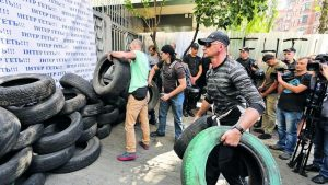 Ukrainian extremists calmly gather more tires at offices and studios of Inter TV in Kyiv following Sept 4 arson attack (UNIAN photo)