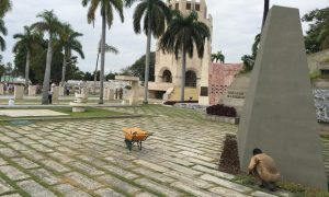 Fidel Castro will be buried at the Santa Ifigenia cemetery in southern Cuba (Jonathan Watts, The Guardian)