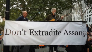 Roger Waters and John Pilger make powerful defence of Julian Assange in London
